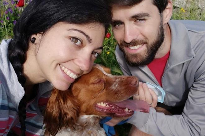 Adoptan a Chico tras el fallecimiento de su compañero humano por Covid-19.